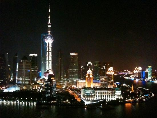 El Bund de Shanghai en foto tomada con mi movil que es buenismo.jpg