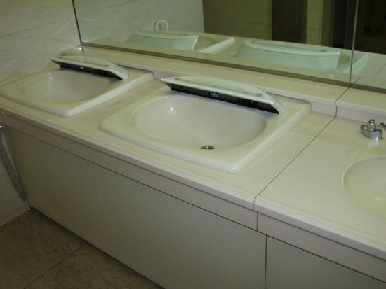 Lavabos Para Baño Publicos:dos lavabos de unos baños públicos , me contestaríais que de lavabo