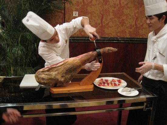 el jamon no se corta en filetes por favor.jpg