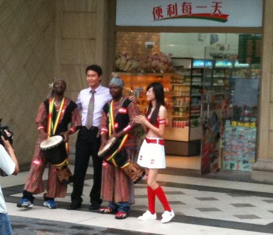 foto con Amunike y Kokocha.jpg